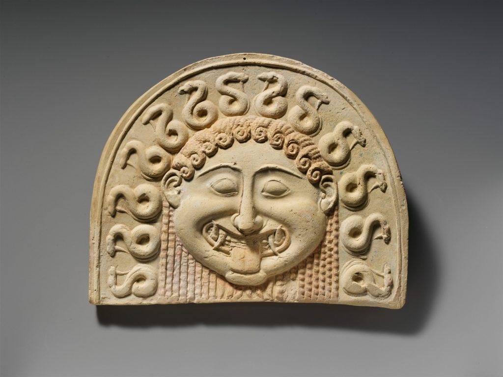 Gorgoneion di terracotta.